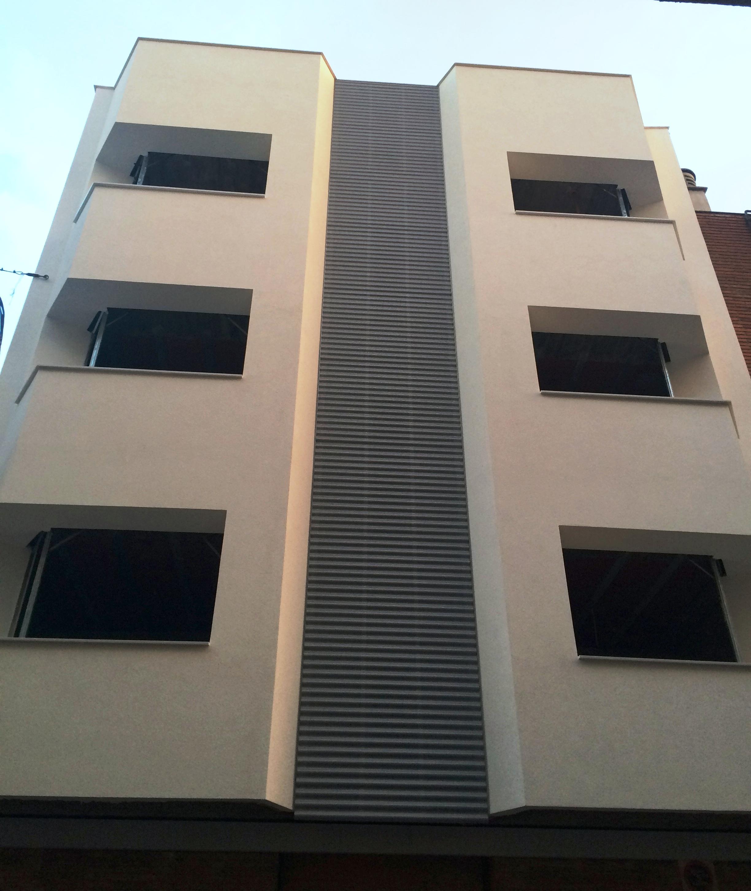 molalum-terrassa-suministro-colocacion-chapa-fachada-2