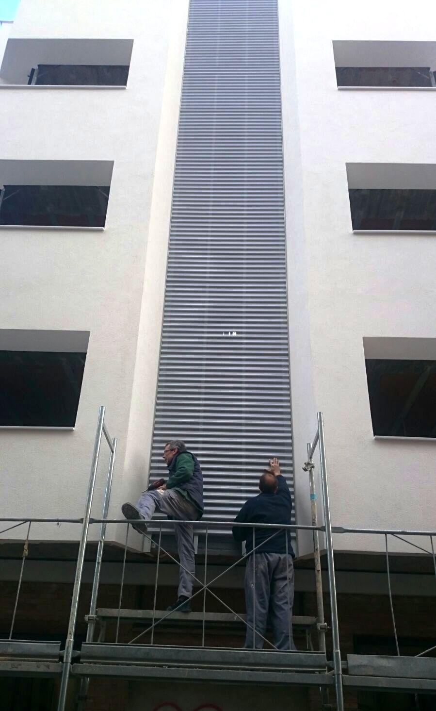 molalum-terrassa-suministro-colocacion-chapa-fachada
